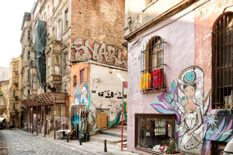 Una vecchia strada nella zona di Cihangir a Istanbul fotografia stock