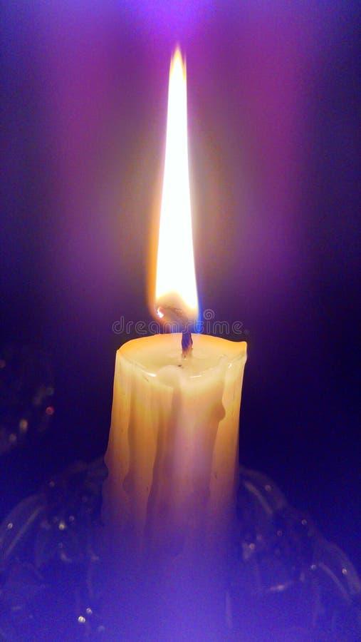 Una vela con su aureola fotos de archivo