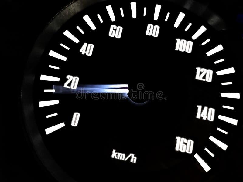 A una velocidad de 15 kilómetros por la hora de ‹de Motorcycle†en tablero de instrumentos El concepto que conduce rápidamente e fotos de archivo libres de regalías