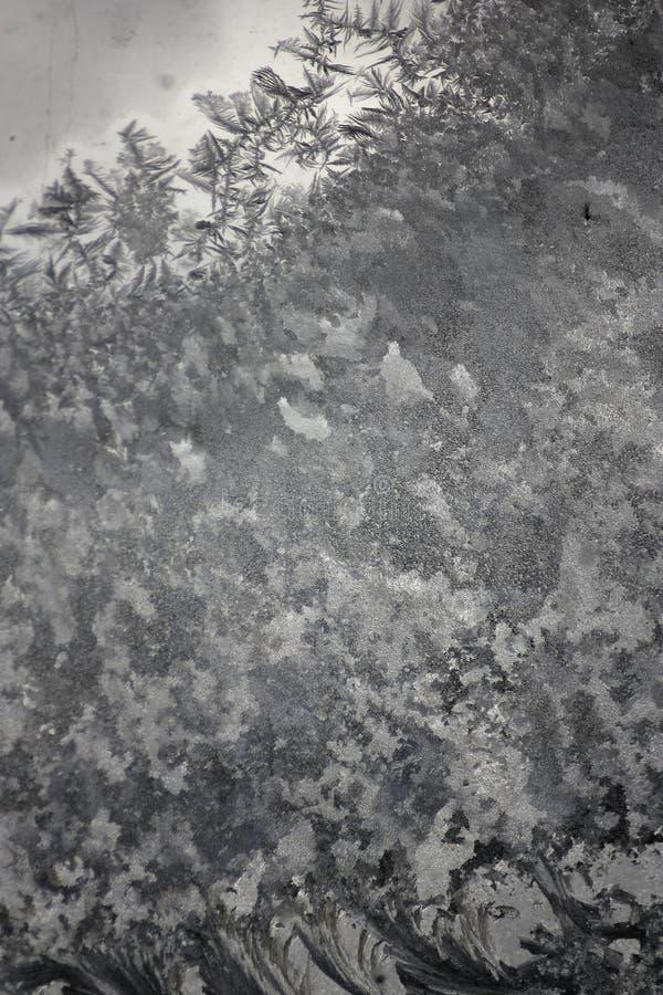 Una ventana cubierta en helada del invierno imágenes de archivo libres de regalías