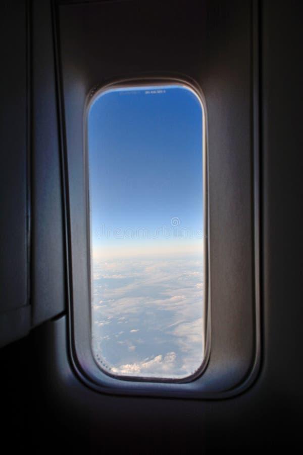 Download Una ventana de los aviones imagen de archivo. Imagen de alto - 42432929