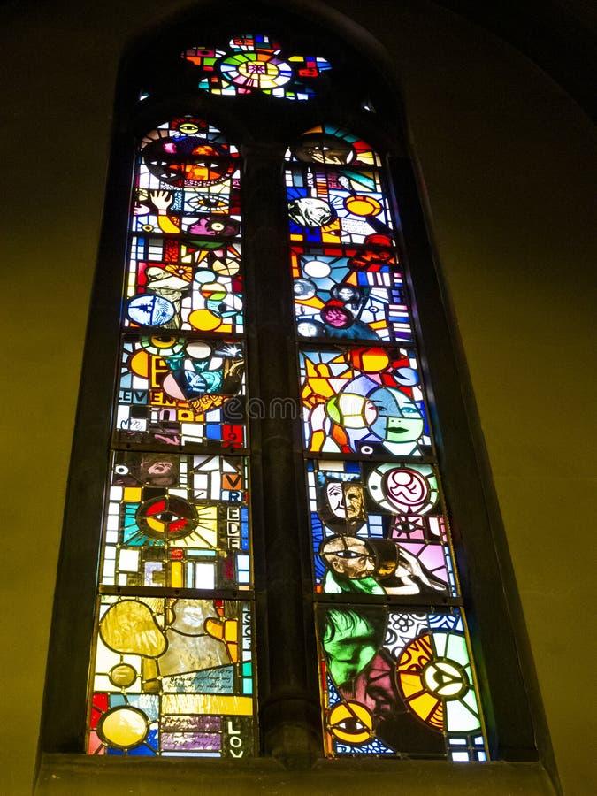 Una ventana plomada en la iglesia de San Martín, Sint-Martinuskerk en Maastricht, Países Bajos imagenes de archivo