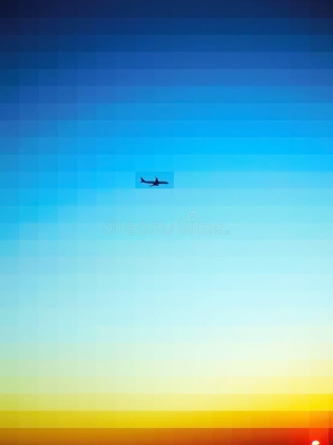 Una versión más brillante del vuelo del aeroplano y de la puesta del sol colorida libre illustration