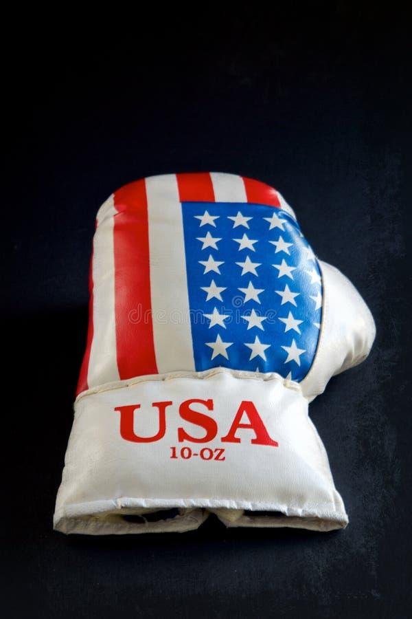 Una vida americana del guante de boxeo a?n foto de archivo