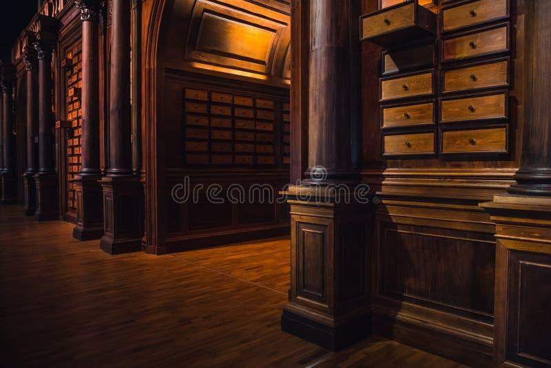 Una viejos biblioteca y conocimiento imagen de archivo libre de regalías