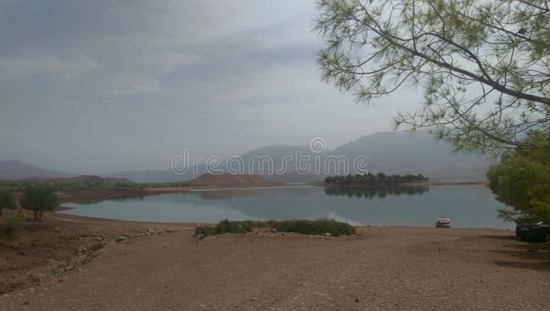 una visión desde el EL Ouidane, Marruecos del compartimiento fotografía de archivo