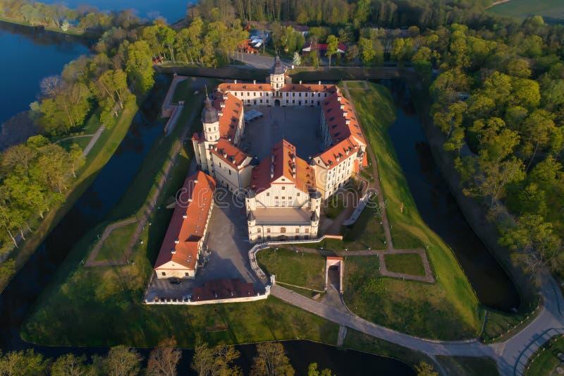 Una visión desde la altura de la fotografía aérea del castillo de Nesvizh Nesvizh, Bielorrusia imágenes de archivo libres de regalías