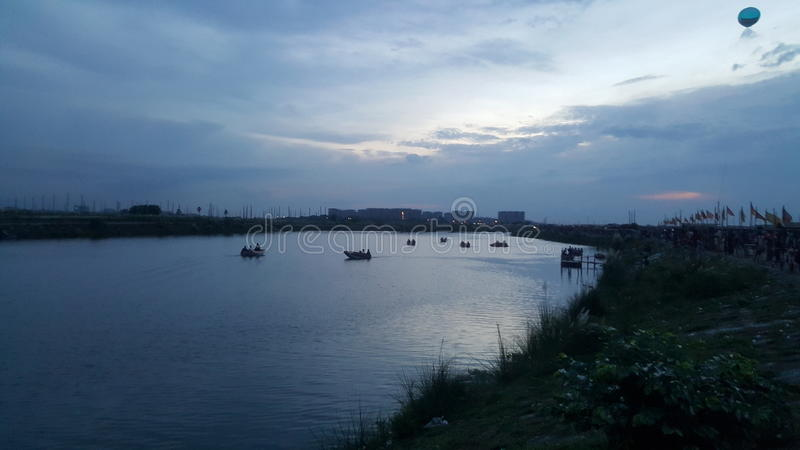 Una visión en la ciudad concreta de Dacca foto de archivo
