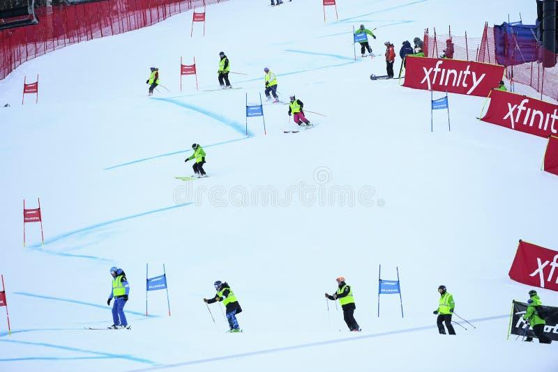 Una visión general por supuesto con los deslizadores durante el eslalom gigante de Audi FIS el Ski World Cup Women alpino imágenes de archivo libres de regalías