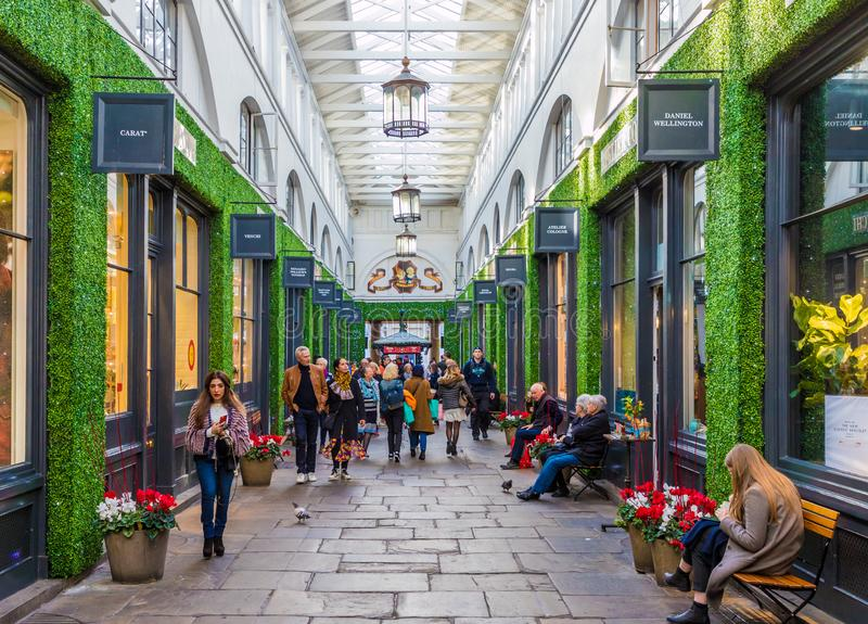 Una visión típica en Covent Garden foto de archivo libre de regalías