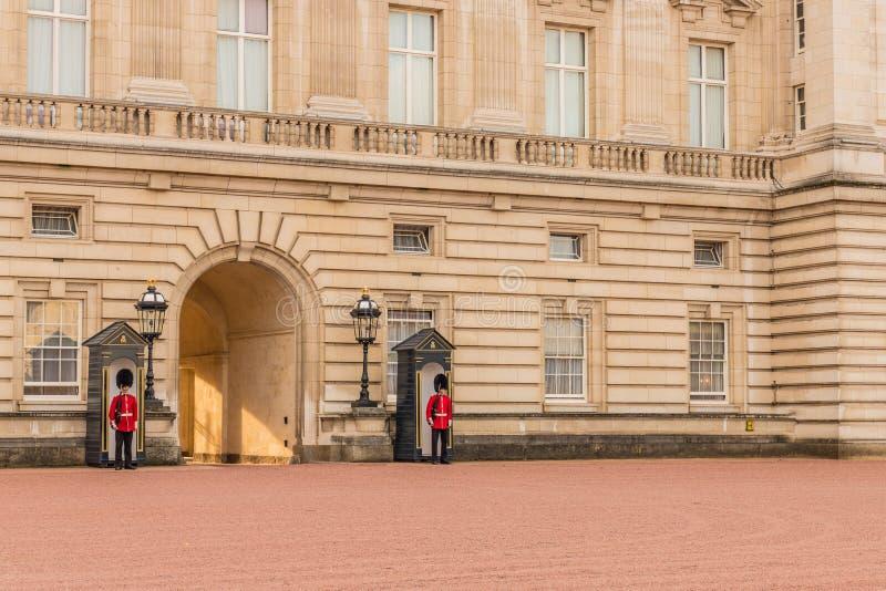 Una visión típica en el Buckingham Palace imagen de archivo