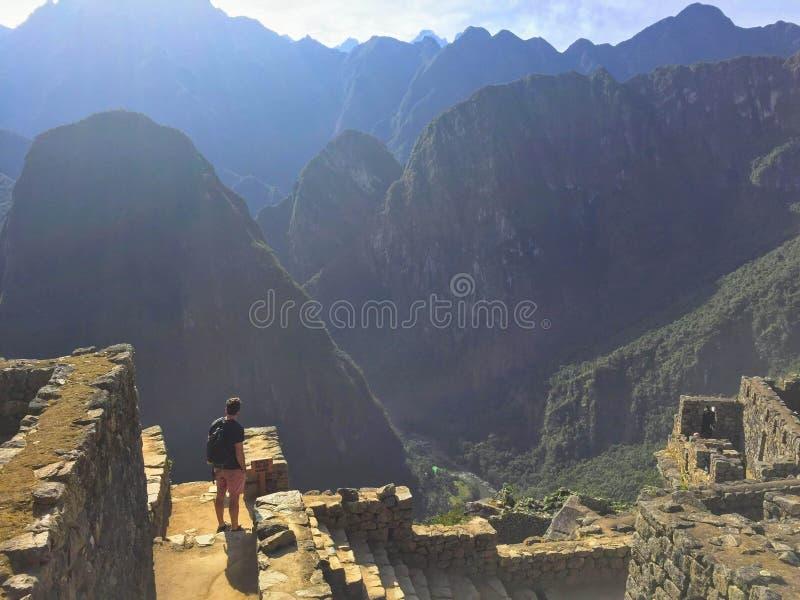 Una vista única e interesante del sitio antiguo del inca de Machu imagenes de archivo