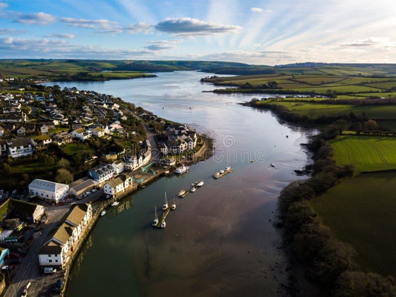 Una vista aerea dell'estuario di Kingsbridge, Devon, Regno Unito fotografie stock libere da diritti