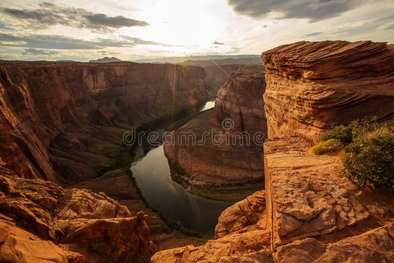Una vista al punto di riferimento a ferro di cavallo della curvatura vicino alla città della pagina in Arizona, U.S.A. immagini stock libere da diritti