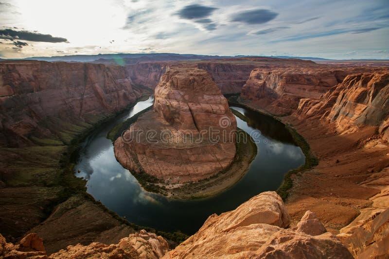 Una vista al punto di riferimento a ferro di cavallo della curvatura vicino alla città della pagina in Arizona, U.S.A. fotografie stock
