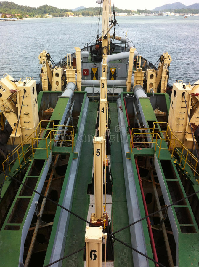 Una vista dalla nave di dragaggio alla foce di Lumut immagine stock libera da diritti