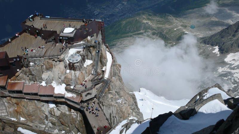 Una vista de Chamonix del Aiguille du Midi foto de archivo libre de regalías