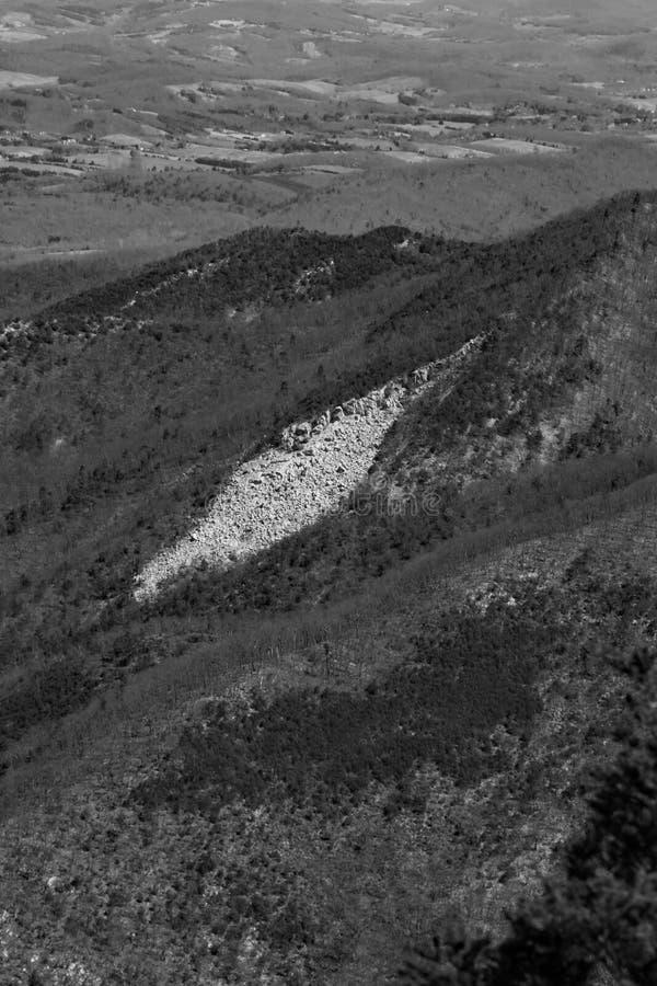 Una vista de Devil's Marbleyard foto de archivo
