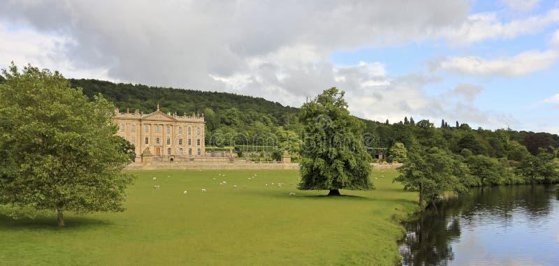 Una vista de la casa de Chatsworth, Gran Bretaña foto de archivo