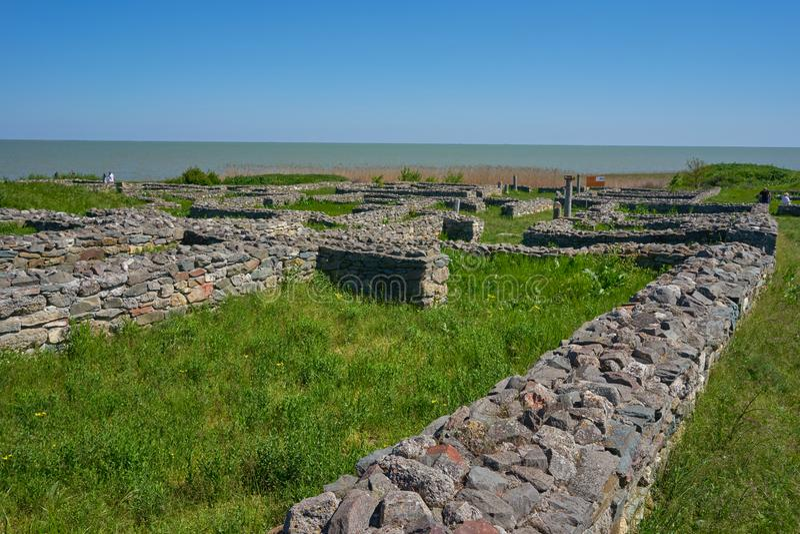 Una vista de la fortaleza de Histria en Dobrogea Rumania imagen de archivo libre de regalías