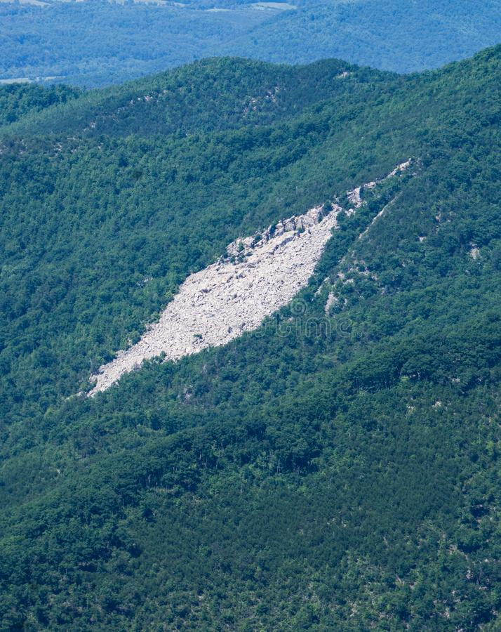 Una vista de la yarda del mármol de Devil's de Ridge Parkway azul imagenes de archivo