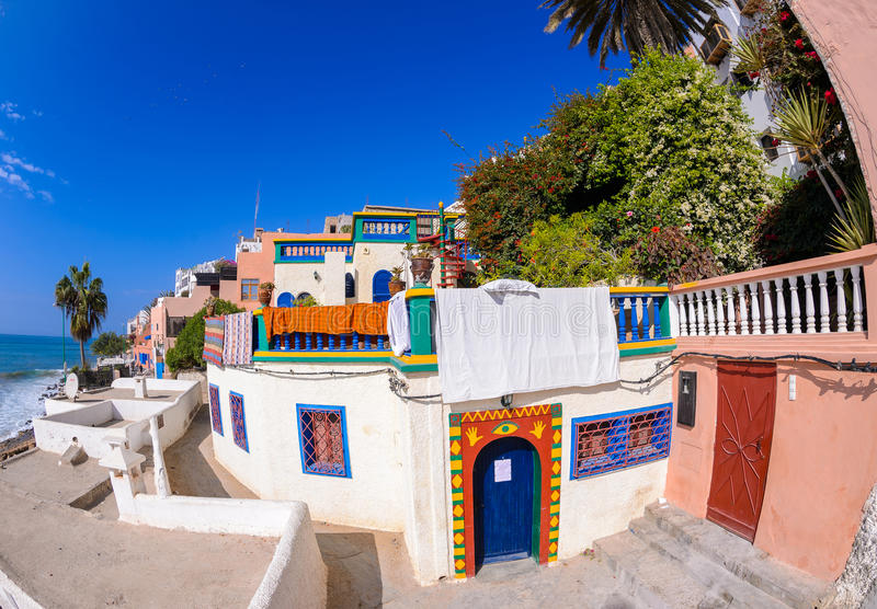 Una vista de las calles del pueblo del taghazoute, Marruecos imagenes de archivo