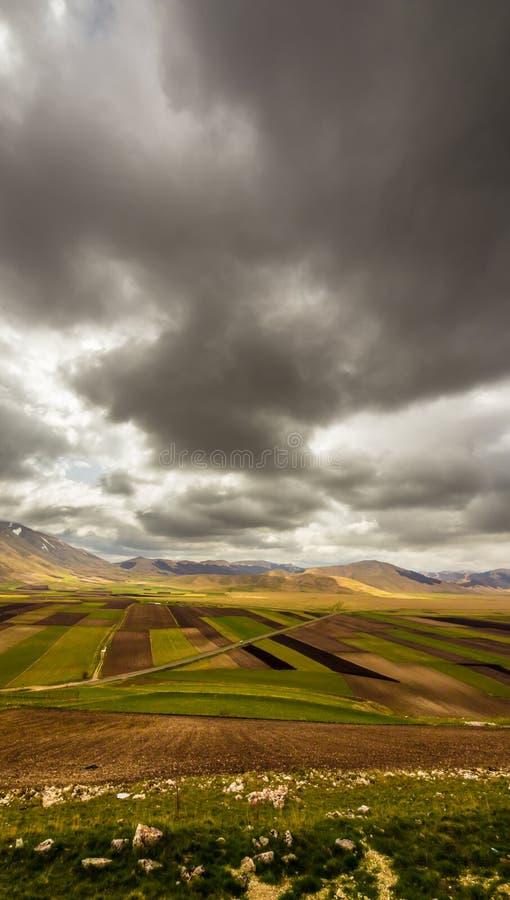 Download Una Vista De Los Campos De Italia Foto de archivo - Imagen de europa, granja: 42442226