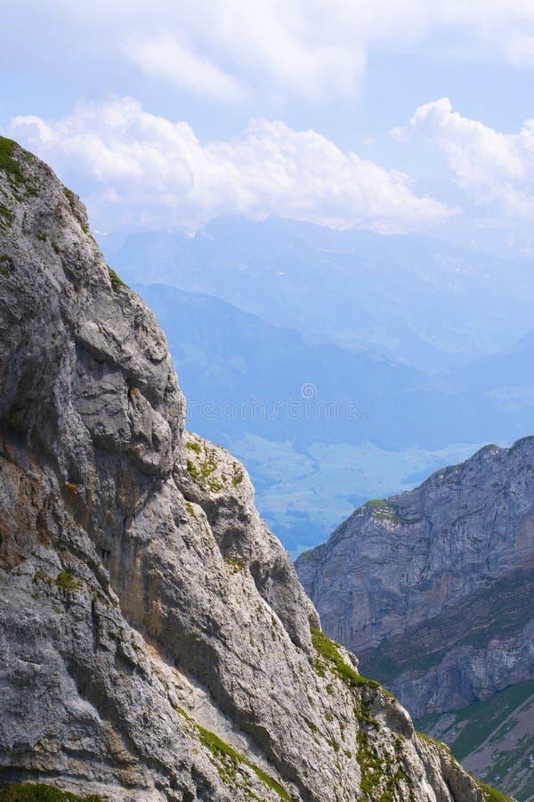 Una vista de los hights de la remolque de la montaña del pilatus foto de archivo libre de regalías