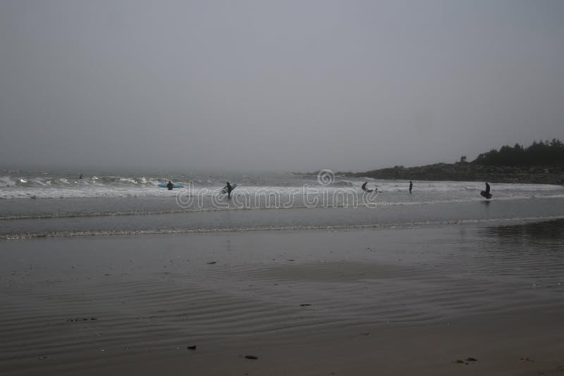 Una vista de una playa en el Oc?ano Atl?ntico imagenes de archivo