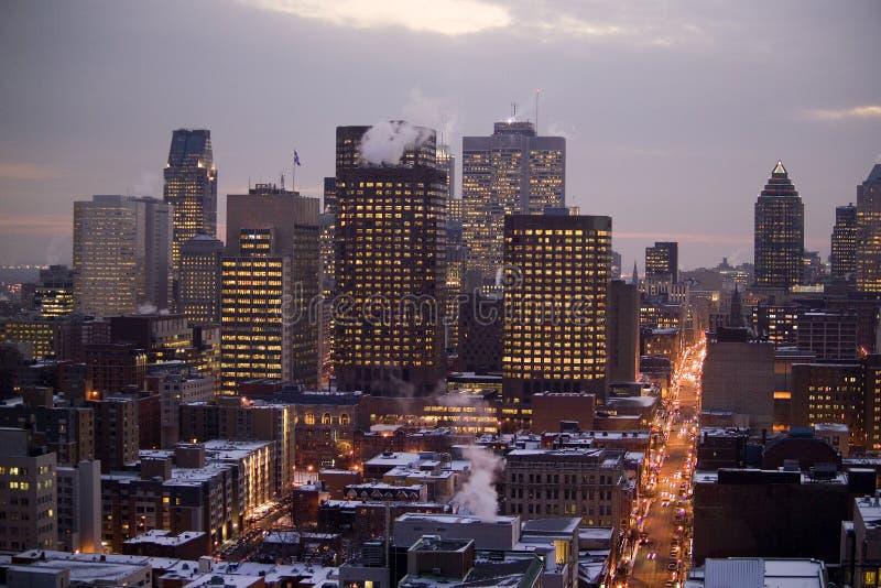 Una vista del birdseye meravigliosamente dell'acceso di in città a Montreal fotografia stock