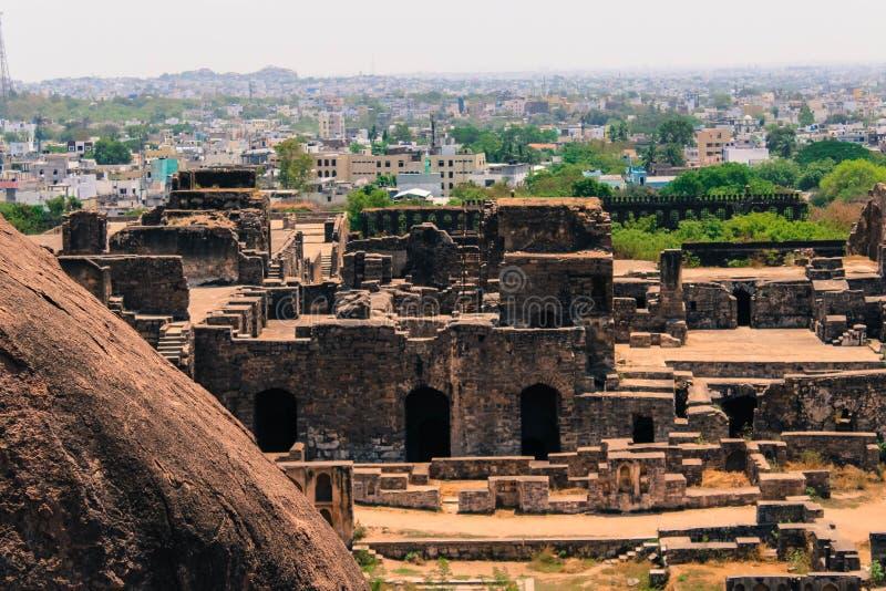 Una vista del fuerte de Golconda y de la ciudad de Hyderabad en un tecleo foto de archivo libre de regalías