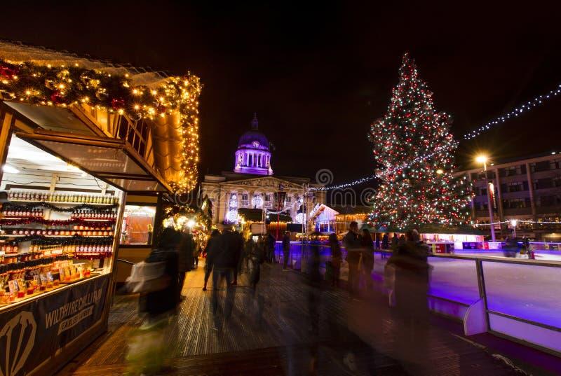 Una vista del mercato di Natale di Nottingham nel vecchio quadrato del mercato, Nottingham, Nottinghamshire - 30 novembre 2017 fotografie stock libere da diritti