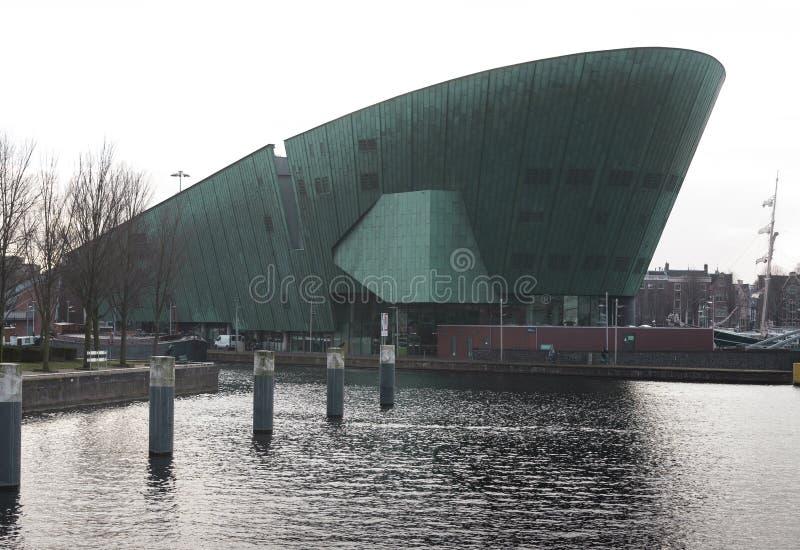 Una vista del museo de ciencia de NEMO-, Amsterdam los Países Bajos fotos de archivo