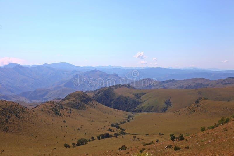 Una vista del paesaggio delle montagne dello Swaziland immagini stock
