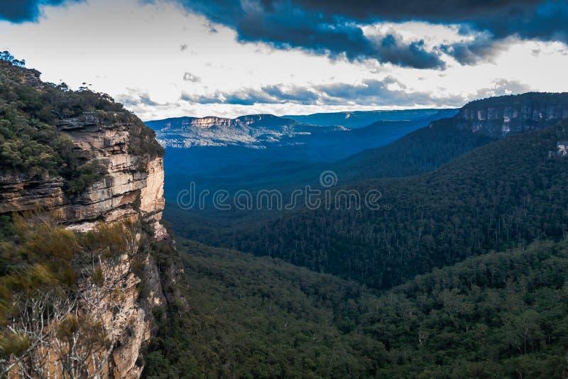 Una vista del parque nacional de las montañas azules, NSW, Australia fotos de archivo