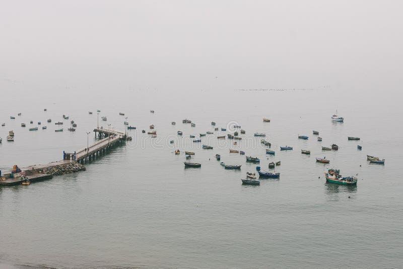 Una vista del puerto de Lima imagenes de archivo