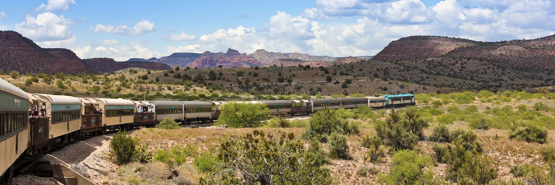 Una vista del tren de ferrocarril del barranco de Verde, Clarkdale, AZ, los E.E.U.U. imagen de archivo