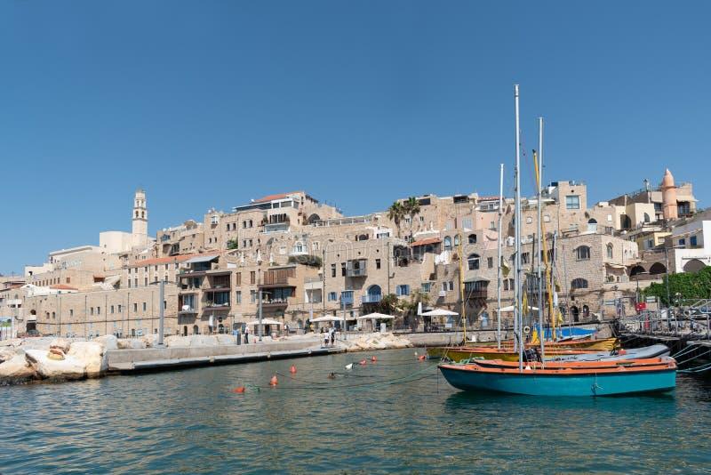 Una vista dell'immagine alla vecchia città di Giaffa e ad un porto antico un bello giorno fotografia stock