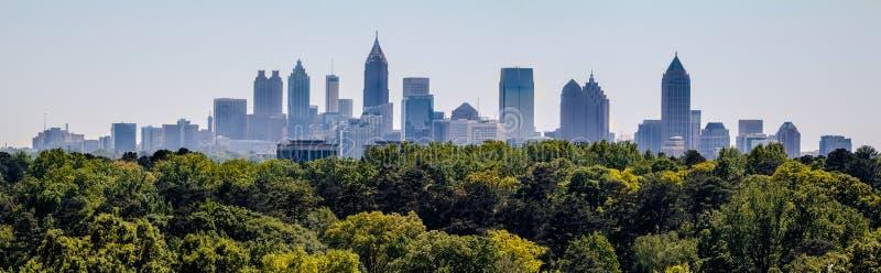 Una vista dell'orizzonte del centro di Atlanta da Buckhead immagine stock libera da diritti