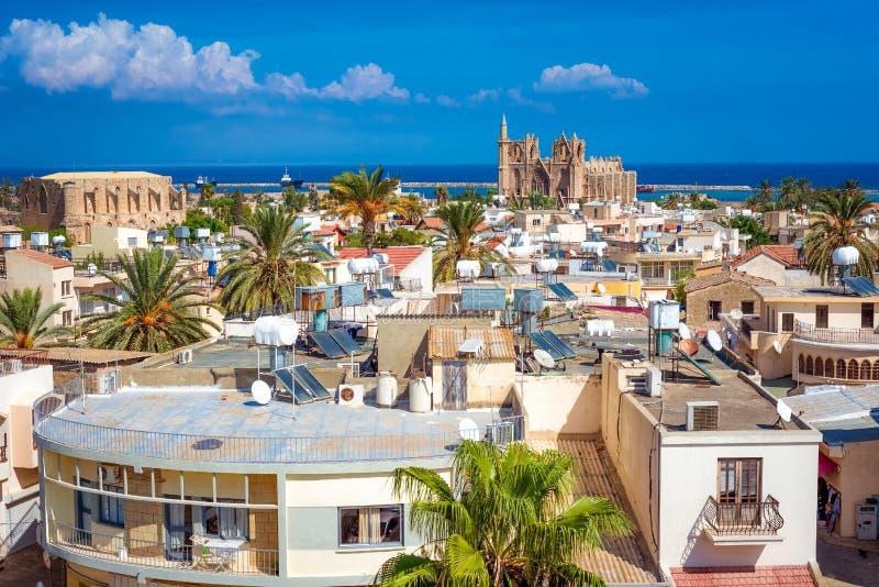 Una vista della città di Famagosta che guarda verso il mare cyprus fotografia stock libera da diritti