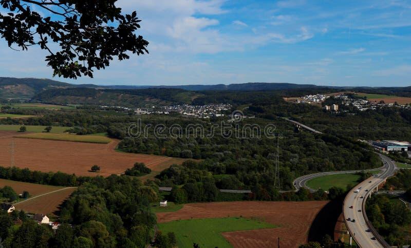 Una vista della Germania dall'trascura lungo una traccia di escursione fotografia stock libera da diritti
