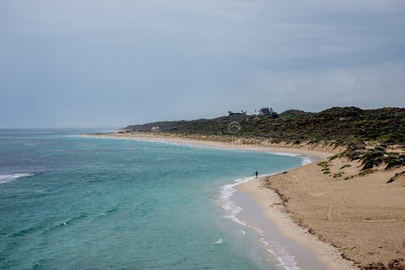 Una vista della spiaggia di Yanchep in tempo nuvoloso, Australia occidentale fotografia stock