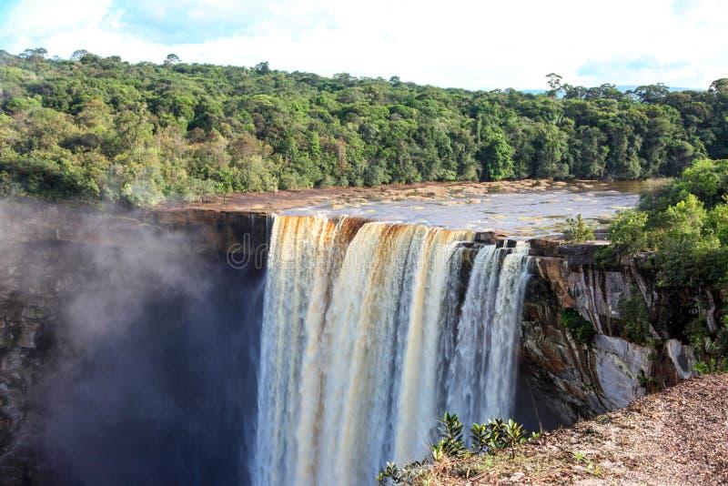 Una vista delle cadute di Kaieteur La cascata ? una di cascate pi? belle e pi? maestose nel mondo, fotografia stock libera da diritti