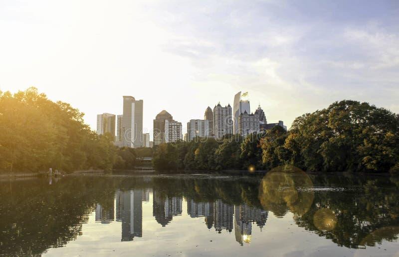 Una vista di Atlanta di Midtown dal parco di Piemonte fotografia stock libera da diritti