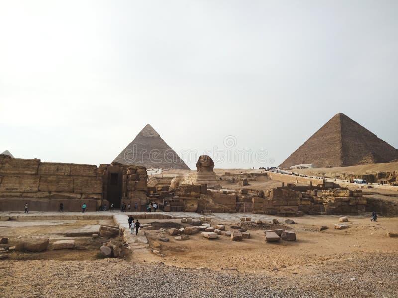 Una vista di grandi piramidi e Sfinge a Giza, Egitto immagine stock