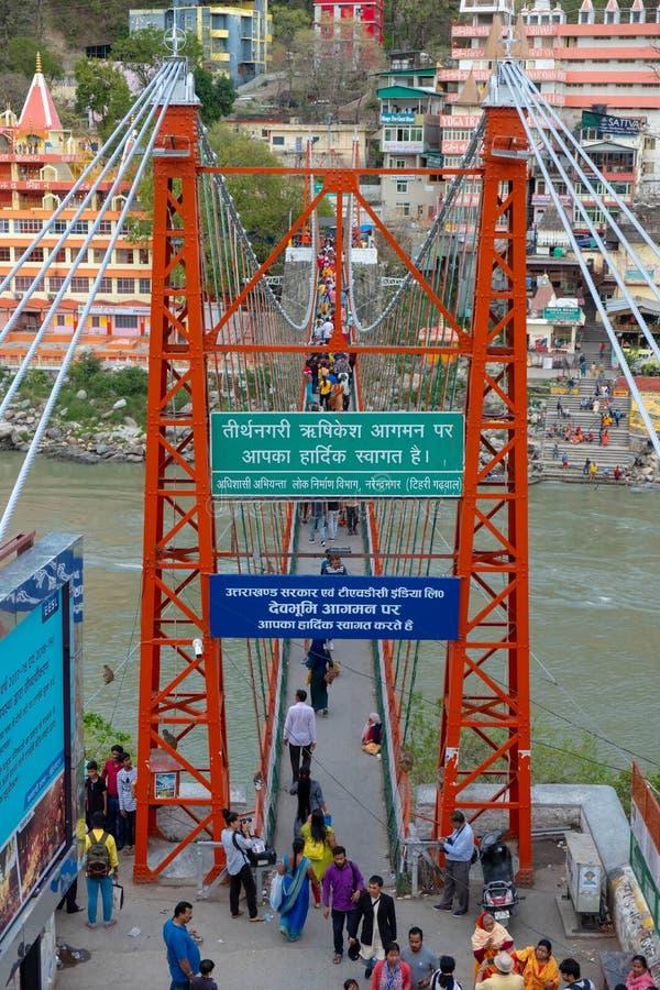 Una vista di Lakshman Jhula dal lato di Tapovan di Gange fotografie stock libere da diritti