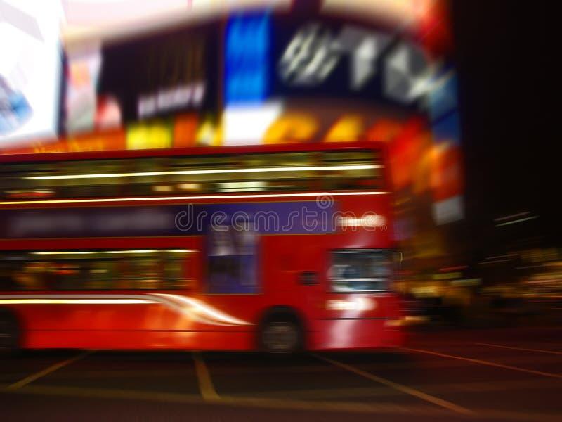 Una vista di notte del circo di Piccadilly fotografie stock libere da diritti