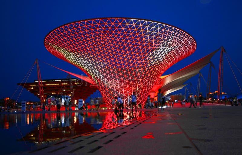 Una vista di notte dell'asse dell'Expo immagine stock libera da diritti