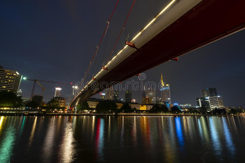 Una vista di notte di Francoforte fotografia stock libera da diritti