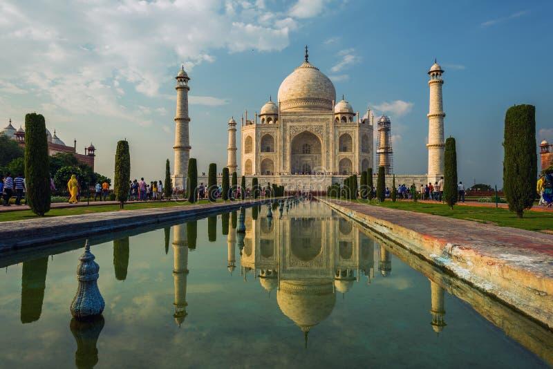 Una vista di prospettiva sul mausoleo del Taj Mahal fotografie stock libere da diritti